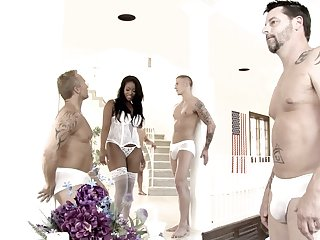 Interracial sex and a gangbang is the favorite thing of Amber Star