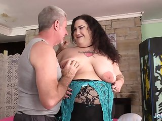 BBW Moon Baby gets masturbated well