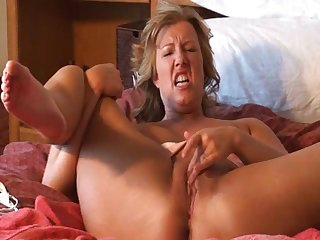 Horny mature lady Zoey Andrews solo