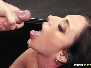 Assignment lady Jaclyn Taylor eats cum from her boss after shagging