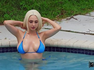 Seductive blonde Skylar Vox fhashes the neighbor and gets fucked