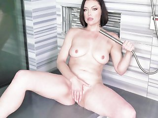 Her Highness Syre's soiled with an increment of arousing solo prevalent an upscale shower