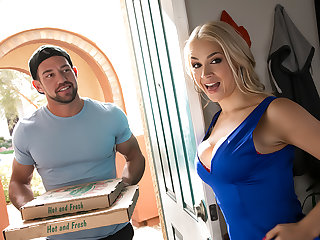 Sarah Vandella Gets will not hear of Cannoli filled up with