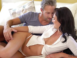 Closely-knit boobs mature Leanne Twist spreads her hands to be fucked deep