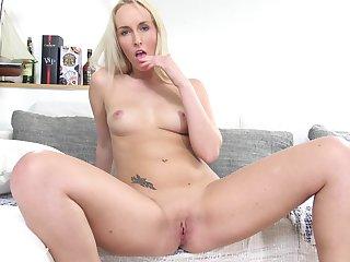 Watch amazing blondie Jenny Simmons as she masturbates in HD
