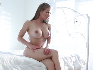 Hottie Nicole explores her body coupled with pussy to a climax