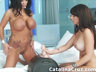 Sienna West together with Catalina Cruz ride the Sybian face fucked same time
