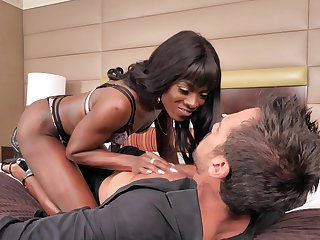 Ebony beauty handles the uninspiring sausage in charming modes